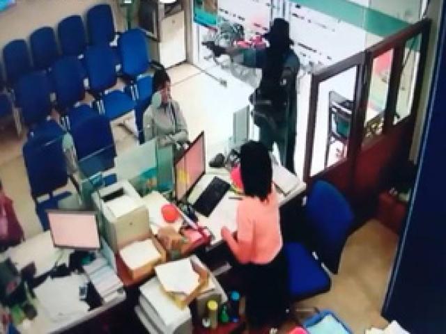Choáng khi xem lại clip vụ cướp ngân hàng ở Tiền Giang