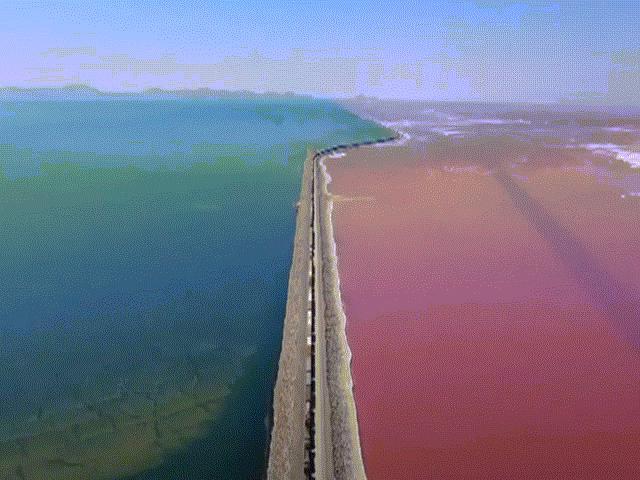 Vẻ đẹp ngoạn mục của tuyến đường sắt chạy giữa hồ nước hai màu
