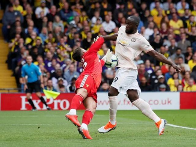 """MU thắng nhọc """"hiện tượng"""", Mourinho vẫn mắng học trò xối xả"""