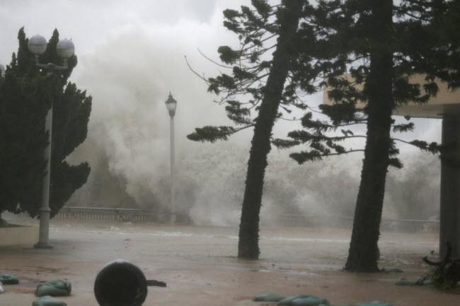 """""""Vua của các loại bão"""" ập thẳng vào Trung Quốc - 1"""