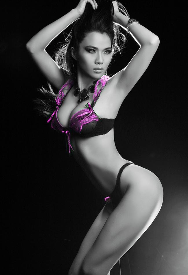 Trước đây, Kim Cương giành được giải bạc cuộc thi Siêu mẫu năm 2007.