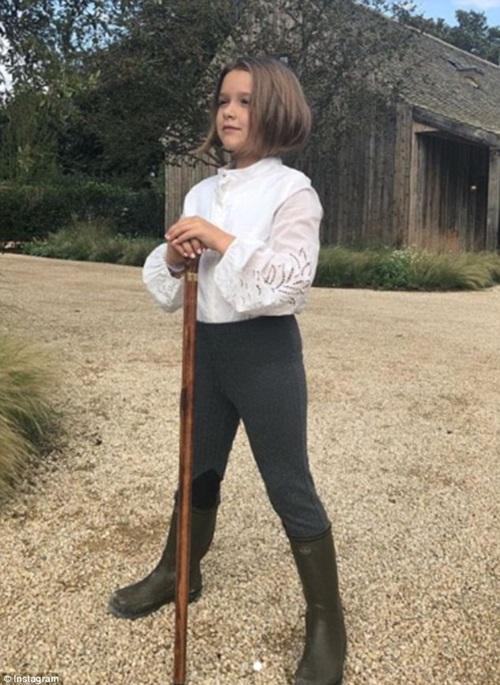 Bộ sưu tập áo khoác đẹp ngất ngây của con gái Beckham - 1