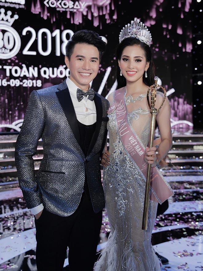 MC đêm chung kết Hoa hậu VN nói gì về sự lúng túng của Tiểu Vy? - 1