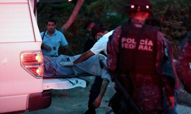 Xe chở đầy xác chết đỗ giữa đường gây phẫn nộ ở Mexico - 1