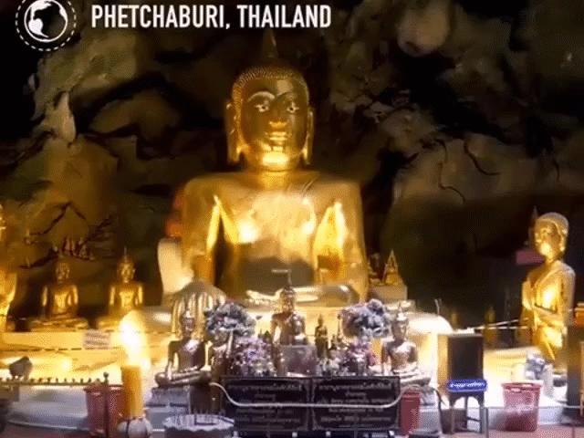 Ngôi chùa nằm sâu dưới lòng đất nhưng luôn tràn ngập ánh nắng ở Thái Lan