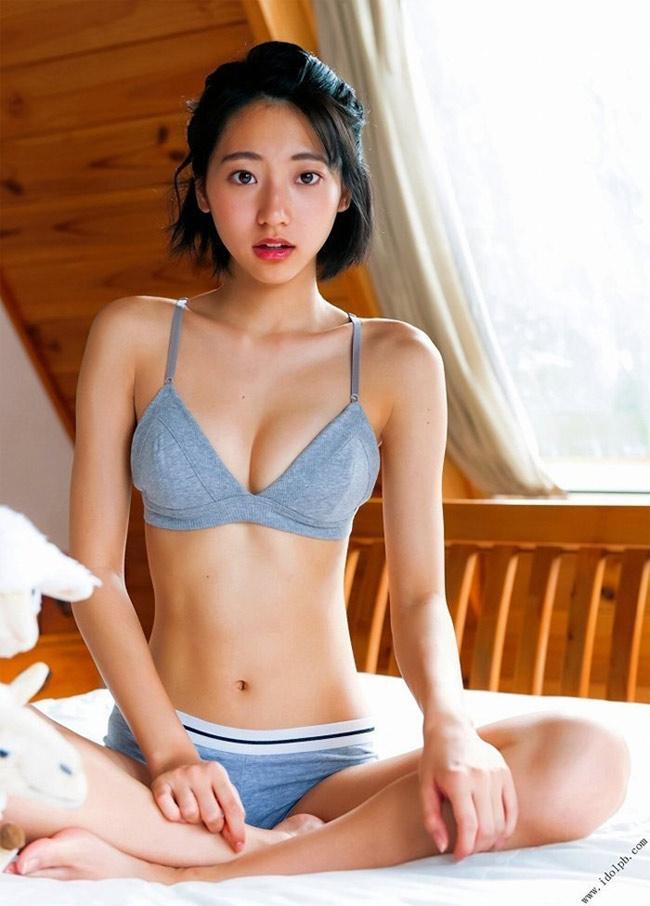 Cô từng chiến thắng một cuộc thi người mẫu trước khi lấn sân sang lĩnh vực phim ảnh.