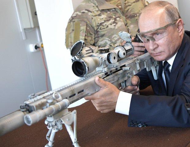 Ông Putin trổ tài thiện xạ khi thử mẫu súng trường mới của Nga - 1