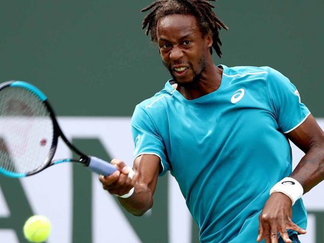 """Clip hot tennis: """"Giả chết bắt quạ"""", Federer cũng phải nể"""