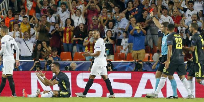 """Ronaldo nín thở: Án phạt 4 trận lơ lửng, Juventus chờ """"chống lưng"""" - 1"""