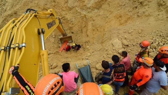Philippines: Hàng loạt người gửi tin nhắn tuyệt vọng từ dưới đất dày - 1