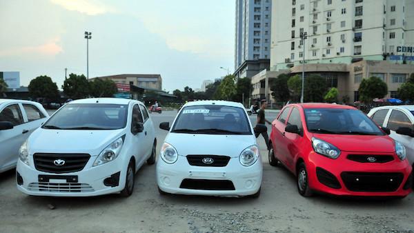 Lượng ô tô nhập khẩu bật tăng mạnh, giá trung bình 490 triệu/chiếc - 1