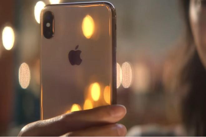 Phản ứng của người tiêu dùng với iPhone mới ngày đầu lên kệ ra sao? - 1
