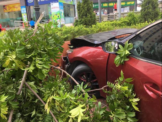 HN: Xe Mazda3 gây náo loạn Cầu Diễn bị phạt 22,5 triệu đồng lại tiếp tục gây tai nạn