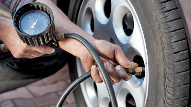 Những bộ phận trên xe ôtô nên kiểm tra trước khi đi chơi xa - 1