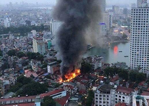 Nóng trong tuần: Cháy 19 căn nhà gần BV Nhi Trung ương, 4 ngày sau mới phát hiện xác người - 1