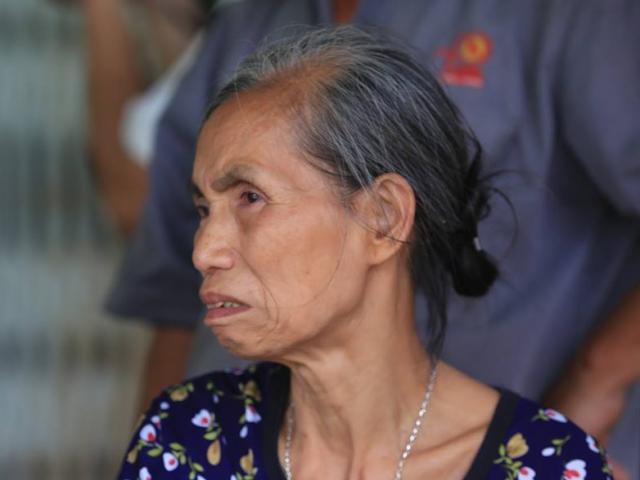 """Mẹ già, con nhỏ khóc thương cặp vợ chồng tử nạn ở khu trọ của ông Hiệp """"khùng"""""""