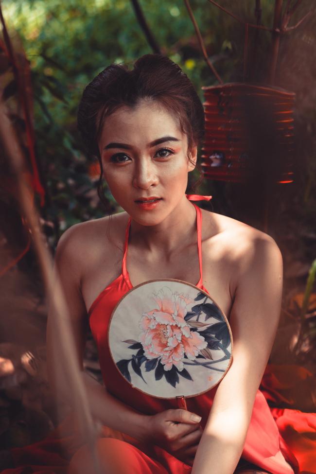 Dù đã là bà mẹ 1 con, Hoa Di Linh vẫn thật trẻ trung trong bộ ảnh mới.