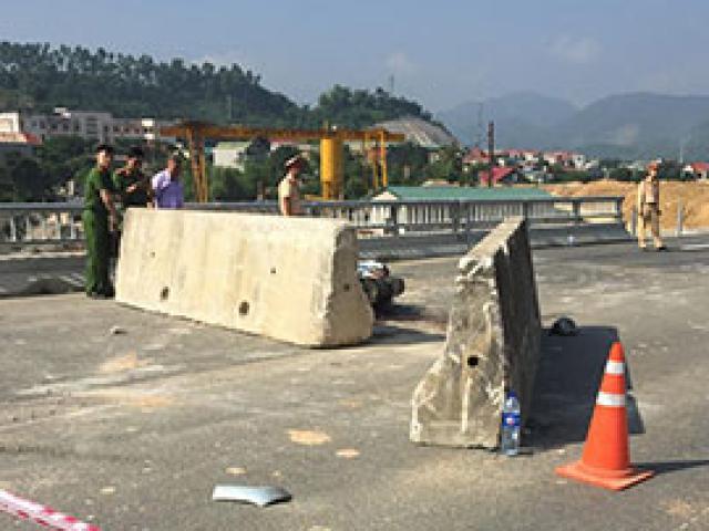 Đâm vào khối bê tông trên cao tốc, 2 người nước ngoài thương vong