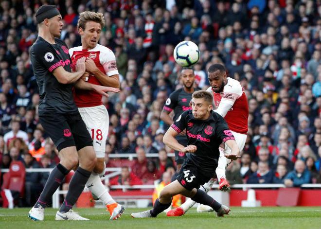 """Siêu phẩm V6 Ngoại hạng Anh: """"Đường cong"""" Arsenal đọ tuyệt tác Man City - 1"""