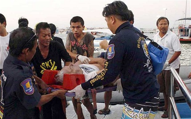 Sự thật đáng sợ đằng sau chuyến phà bão táp chở 200 hành khách bị lật - 1