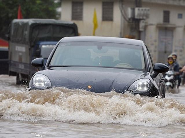 Kinh nghiệm lái xe mùa mưa bão tài xế Việt cần nhớ