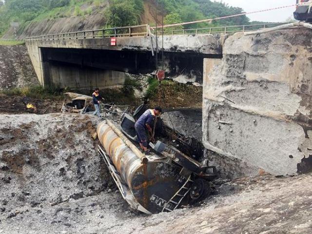 Ấn định ngày thông xe cao tốc Hà Nội- Lào Cai sau vụ xe bồn thiêu hỏng cầu Ngòi Thủ