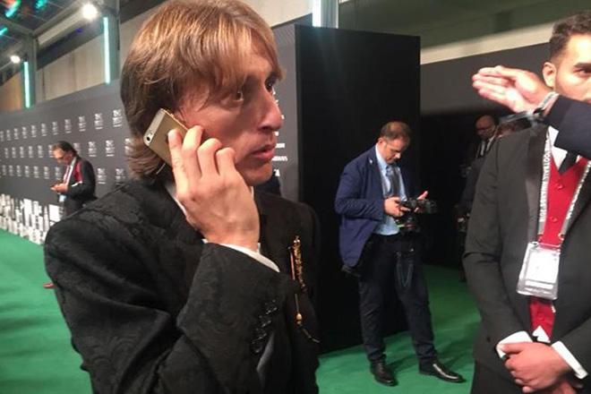 Siêu sao Modric hưởng lương 275 tỷ đồng/năm vẫn xài iPhone 5s - 1