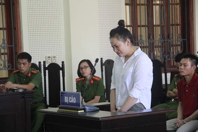 Thiếu phụ xinh đẹp sát hại chủ nợ ngất lịm khi bị tuyên án - 1