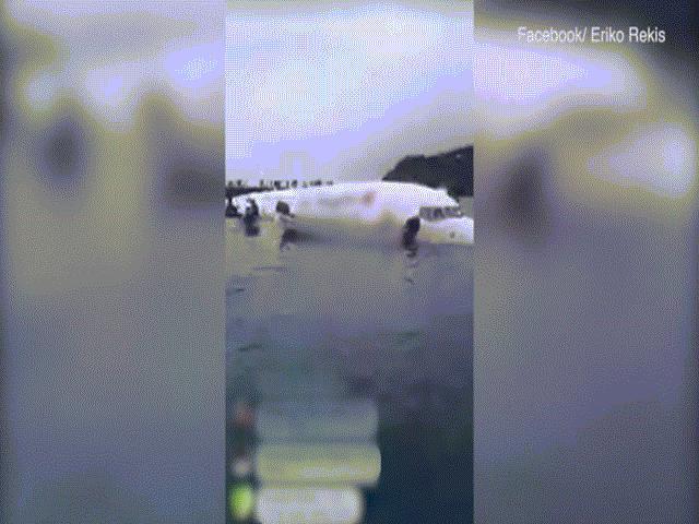 Máy bay chở 47 người lao xuống biển ở Thái Bình Dương