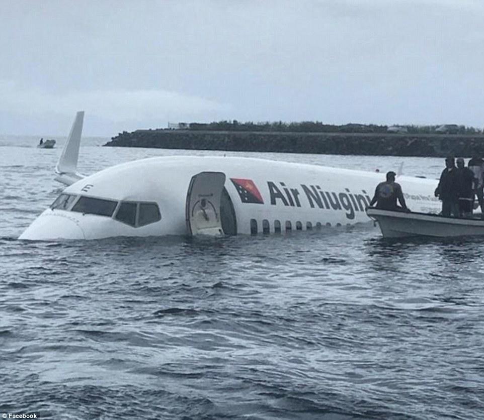 Máy bay chở 47 người lao xuống biển ở Thái Bình Dương - 1