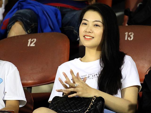 CĐV nữ cực xinh cổ vũ SAO U23 Việt Nam lấy suất dự AFF Cup