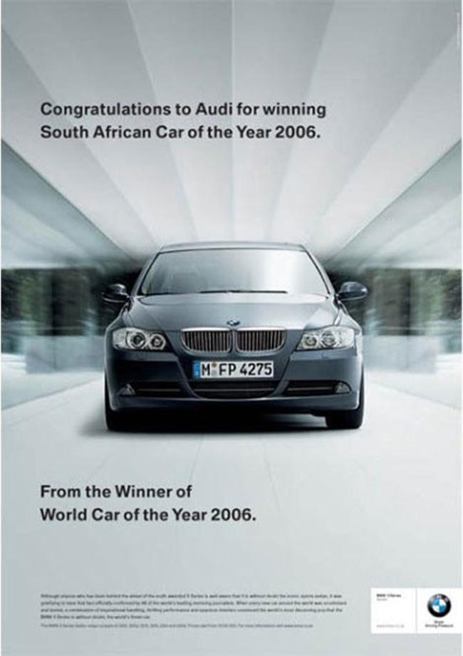 """Cuộc chiến xe hơi giữa BMW và Audi: Sự việc bắt đầu khi BMW gửi thông điệp chúc mừng Audi đầy mỉa mai: """"Chúc mừng Audi giành giải xe của năm 2006 tại Nam Phi. Lời chúc từ hãng xe chiến thắng giải xe năm 2006 toàn cầu""""."""