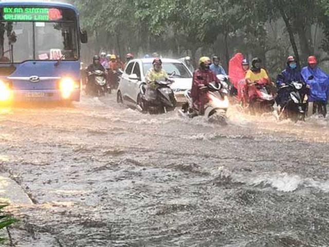 Sài Gòn mưa như trút nước, cửa ngõ Tân Sơn Nhất ngập kinh hoàng