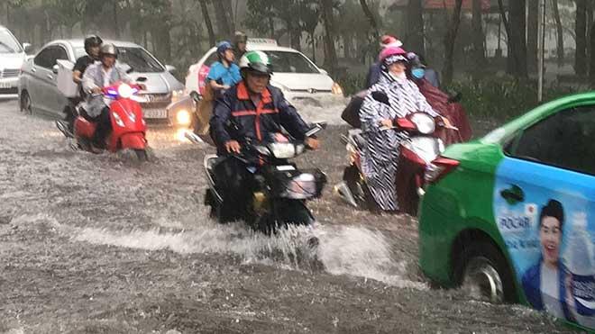 Sài Gòn mưa như trút nước, cửa ngõ Tân Sơn Nhất ngập kinh hoàng - 5