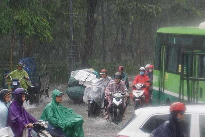 Sài Gòn mưa như trút nước, cửa ngõ Tân Sơn Nhất ngập kinh hoàng - 12
