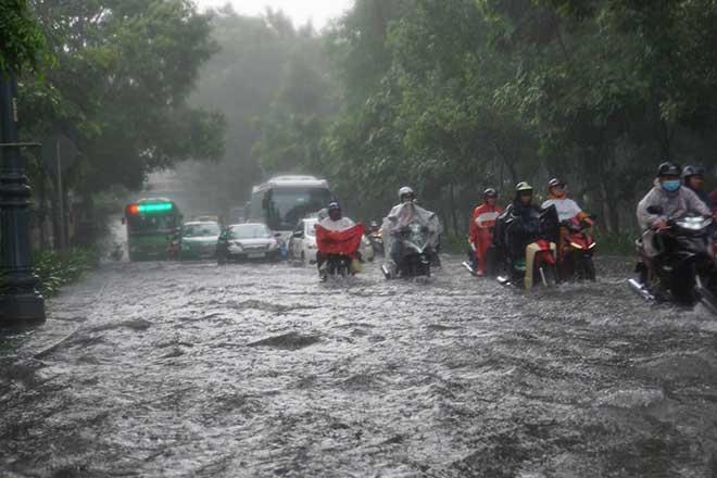 Sài Gòn mưa như trút nước, cửa ngõ Tân Sơn Nhất ngập kinh hoàng - 10