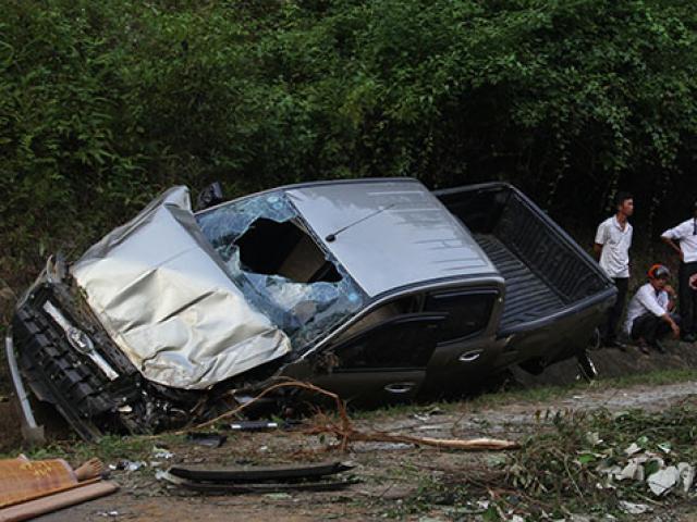 Xe bán tải mất lái trèo lên vách núi, 2 chiến sĩ công an thương vong