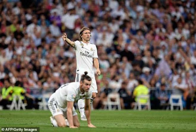 HLV Real cáu tiết lỡ cơ hội vượt Barca, Simeone hận trọng tài thiên vị - 1