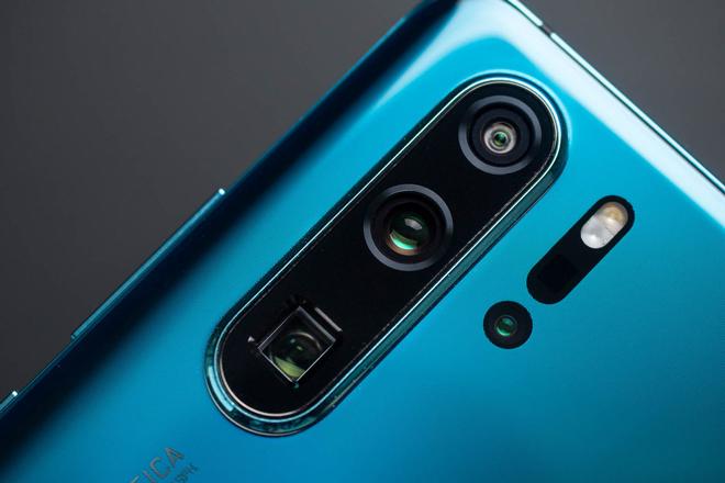 """Camera smartphone ngày càng có thiết kế """"khủng"""", thể hiện đẳng cấp - 1"""
