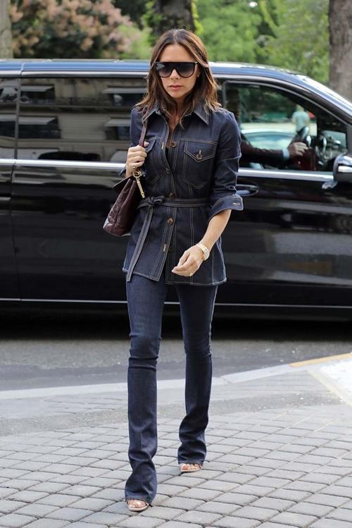 Học Victoria Beckham cách mặc quần jeans đi làm - 1