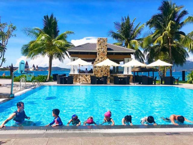Du lịch - Đi nghỉ mát được học bơi: chuyện lạ có thật tại Vinpearl