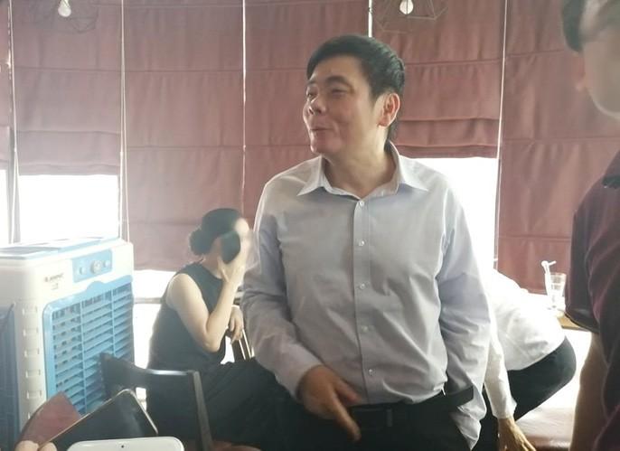 Xuất hiện sau khám xét, ông Trần Vũ Hải từ chối trả lời báo chí - 1