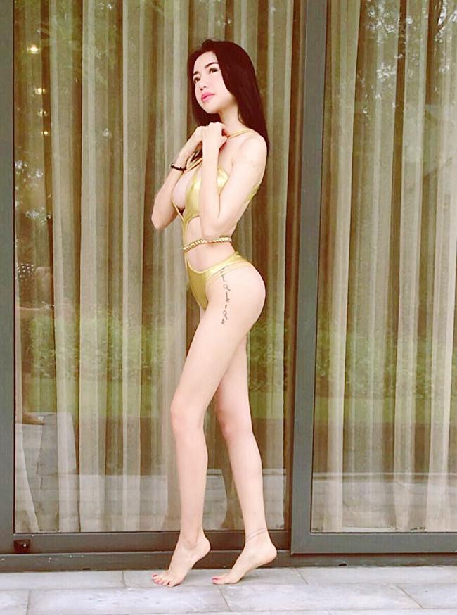 1. Áo tắm bé xíu:Là một trong những mẫu thiết kế hot trend được nhiều mỹ nhân Việt lăng-xê, trong đó có bà mẹ hai con Elly Trần.