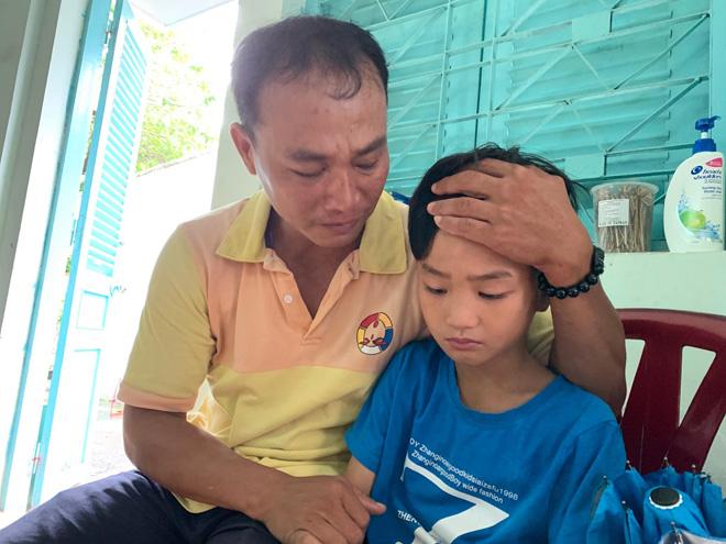 Cha rong ruổi khắp Sài Gòn tìm con mất tích: Giây phút trùng phùng đầy nước mắt - 1