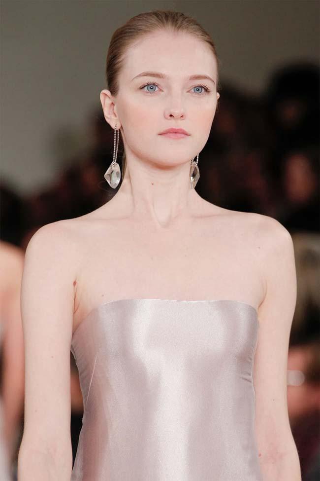 Elena Vladimirovna Roslyakova là một siêu mẫu người Nga.