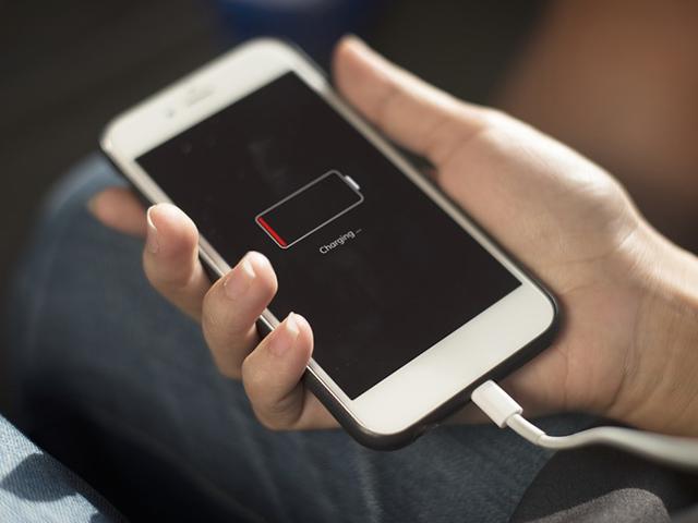 Cảnh giác trước chiêu trò bán điện thoại kèm hợp đồng giá rẻ - 1