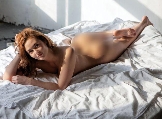 Nữ công chức Nga gây choáng vì chụp ảnh khỏa thân bị sa thải - 1