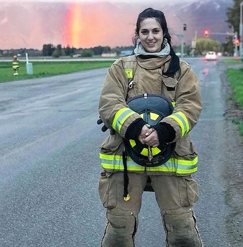 Cô lính cứu hỏa có body gợi cảm nhờ tập gym - 1