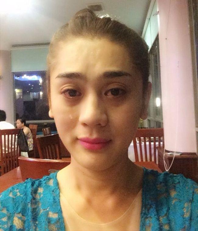 Mới đây, Lâm Khánh Chi mạnh dạn livestream với gương mặt có làn da chảy nhão ở độ tuổi tứ tuần. Cư dân mạng khá cảm kích vì cho rằng người đẹp không sợ xấu mà phô diễn diện mạo.