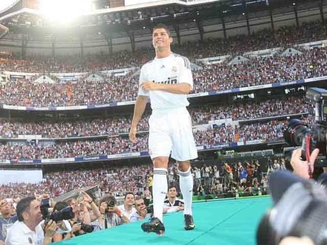 Tròn 10 năm Ronaldo ra mắt Real: Tạo kỷ nguyên vàng, Hazard gánh núi áp lực - 1